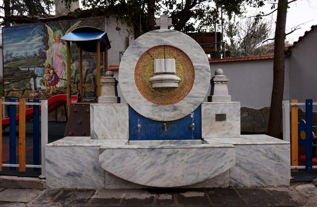 Чешма в двора на църквата Св. Богородица Благовещение в гр. Асеновград