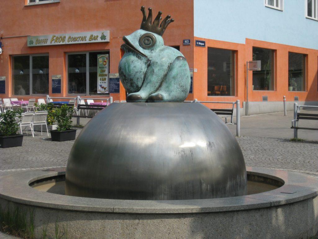 Simmeringer_Platz__Frosch_Brunnen_