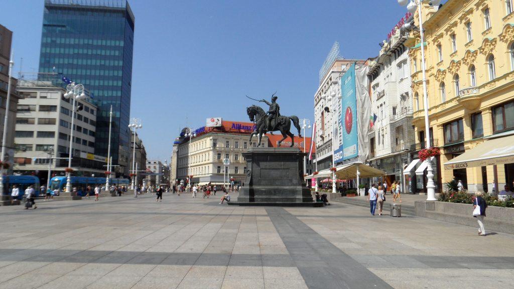 Ban_Jelachich-площадът в стария Загреб с конната статуя на пълководеца
