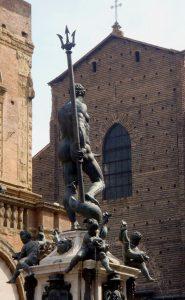 Fontana_del_Nettuno_a_Bologna_(Visuale_curiosa)