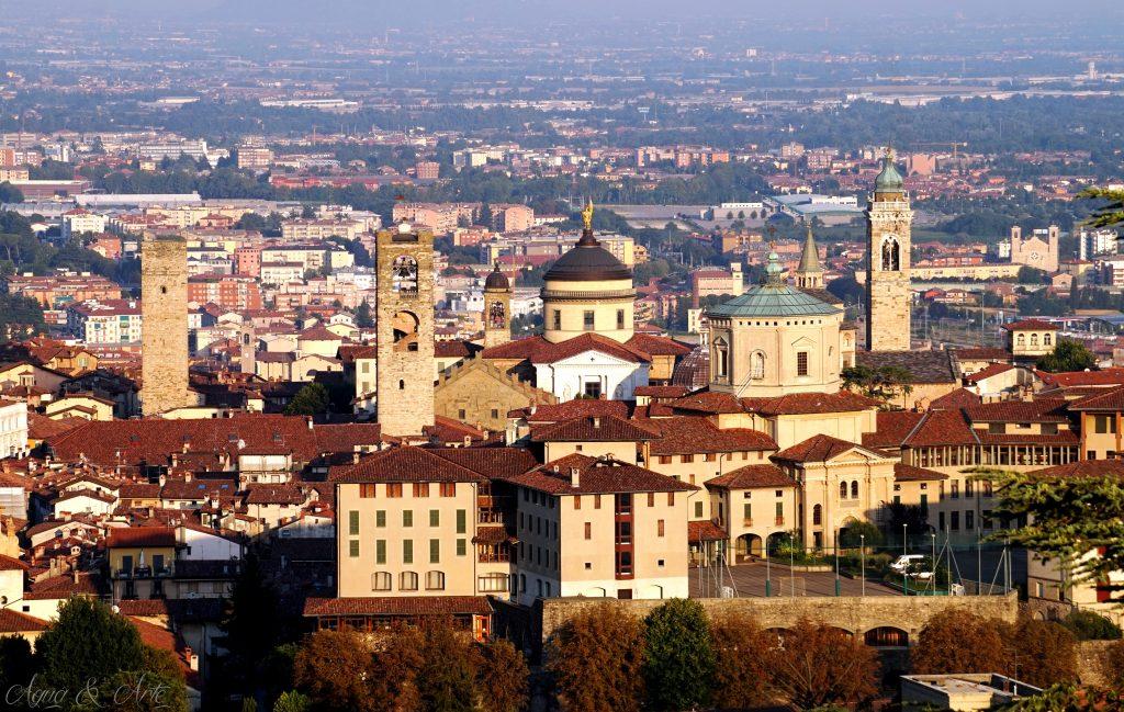 Гледка към Sitta Alta, Bergamo от най-горната част