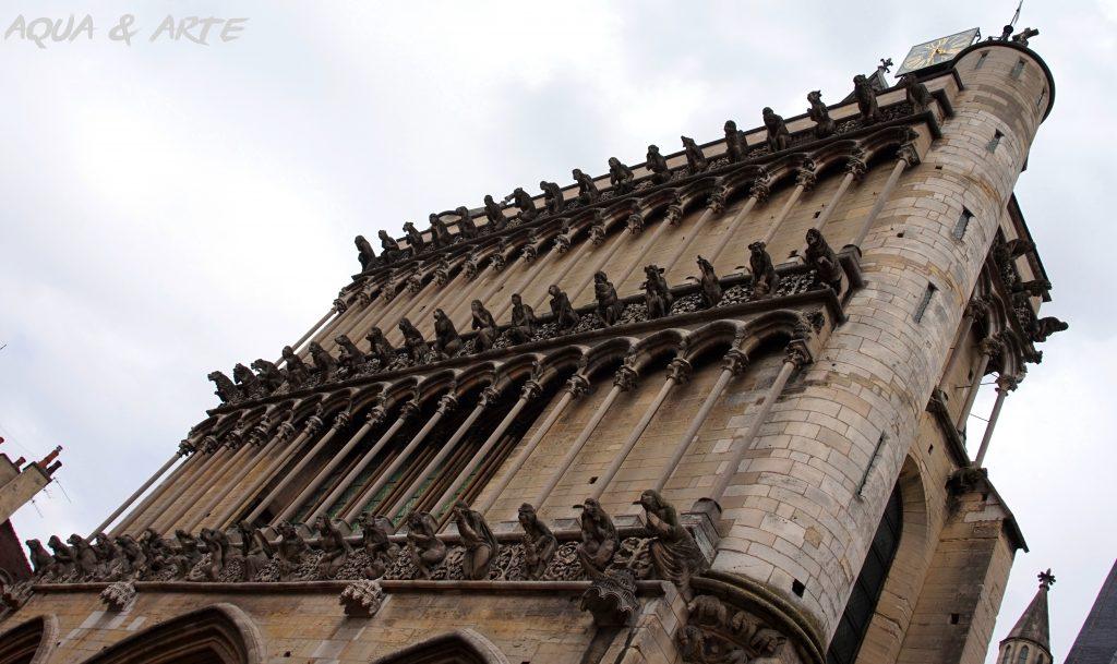 Катедралата в Дижон, гледка към многобройните гаргойли.
