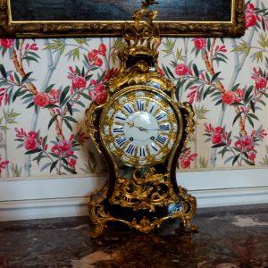 Часовник в една от спалните