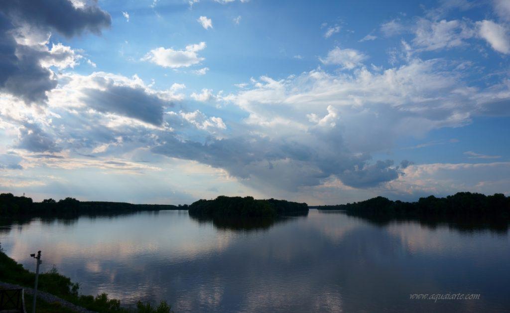 Изглед  към остров Магарец и част от остров Персина - в списъка на влажни зони на България - част от Беленските острови