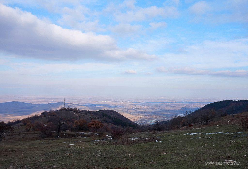 Гледка от най-високата част на село Жребичко към равнината