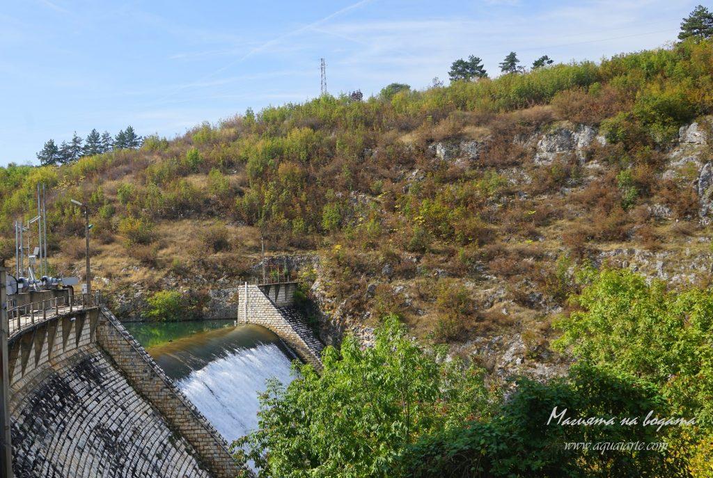 Златният парк - преливникът на река Златна Панега