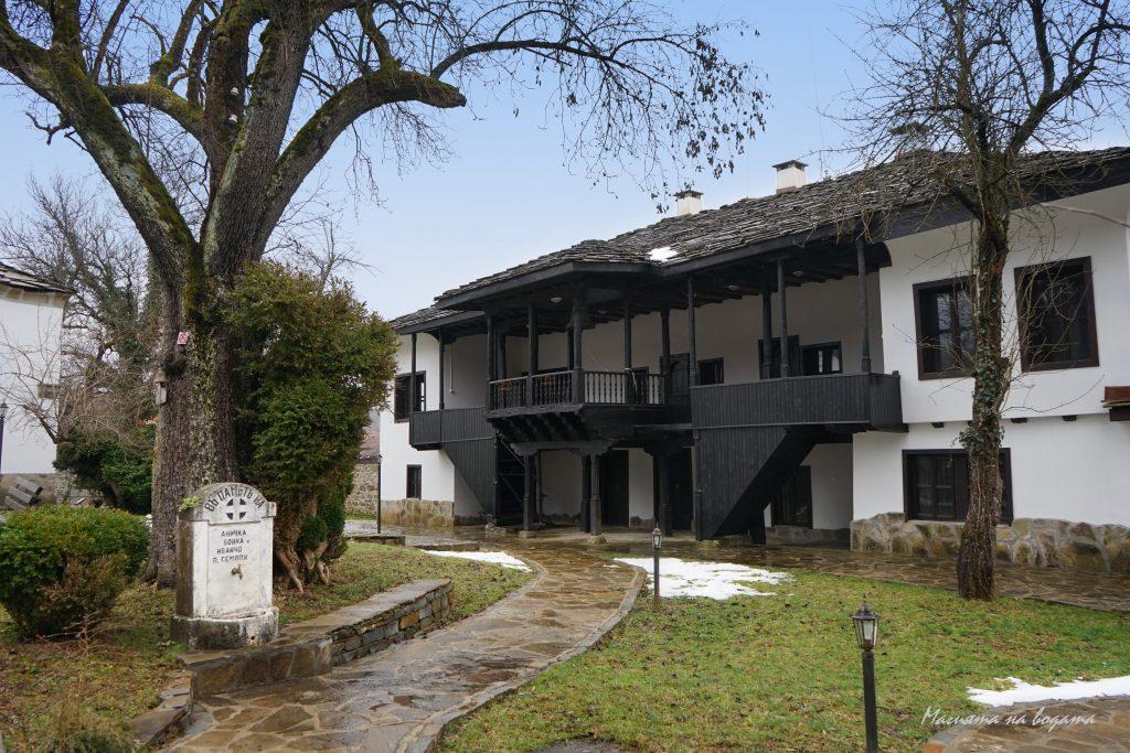 Новоселски манастир-чешма на Пенчо Семов