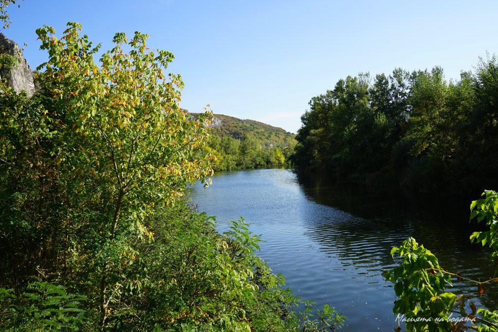 Река Искър след Карлуково